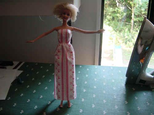 columna de modelo simple lápiz largo sin tirantes vestido de Barbie